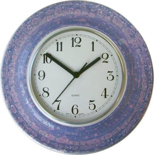 runde Uhr mit Violett Lüster